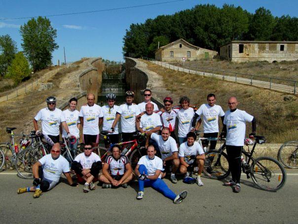 Participantes del GP Canal de Castilla 2009 en las esclusas de Fromista
