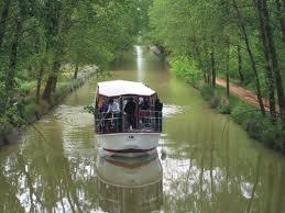 Barco turístico Antonio Ulloa